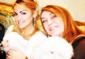 Mara Keplero con Francesca Pascale