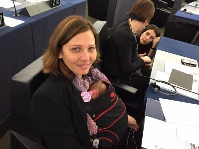 Daniela Aiuto col bimbo al Parlamento