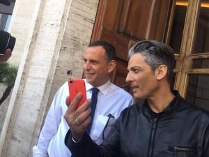 Fabio Urbini - FIORELLO AL COMUNE CON IL SINDACO ALESSANDRINI  PESCARA  FIORELLO